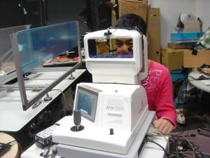写真02_3D裸眼輻輳角・水晶体調節同時計測装置