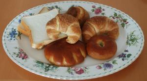 写真 いろいろなパン(食パン,クロワッサン,アンパン,クリームパン,甘食パン)