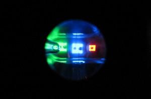RGBを搭載したマルチカラーチップLEDの例(提供:小豆畑研究室)