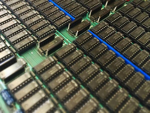東芝,1Mbクラスの新方式磁性体メモリ「STT-MRAM」メモリ回路を開発