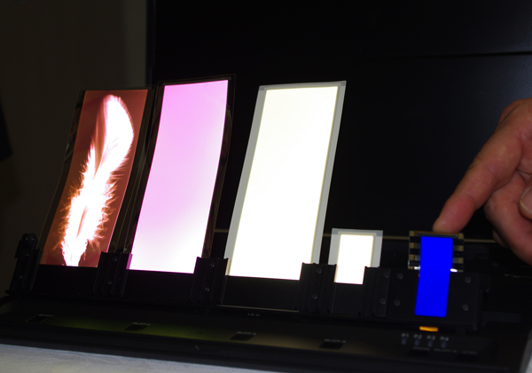 コニカミノルタ,有機EL用青色りん光材料で「化学技術賞」受賞