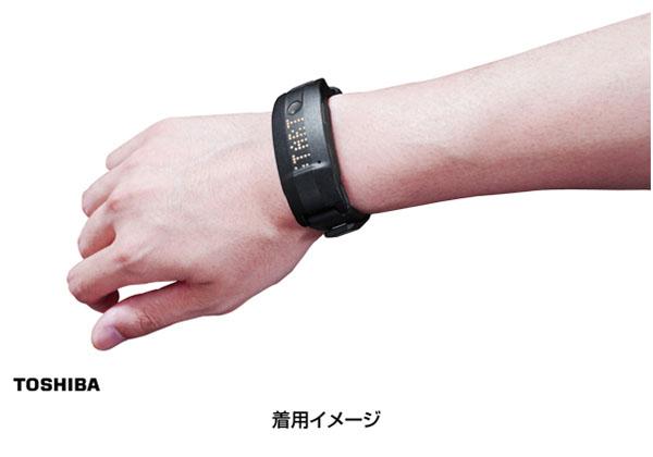 東芝,リストバンド型生体センサを発売