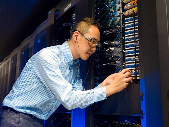 NTTビズリンク,スマートグラスのクラウドサービスを開始
