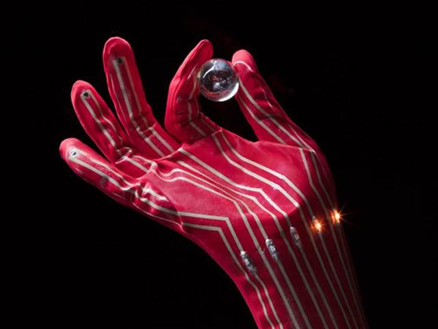東大ら,世界最高性能の伸縮性導体を実現