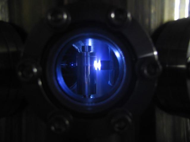 東北大ら,レーザー生成プラズマ光源の光強度増大現象を発見