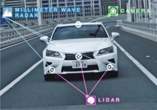 トヨタはレクサスをベースにした自動運転車を開発