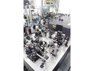写真1 高速イメージングを可能にするSRS顕微鏡システム。(チタンサファイヤレーザーはコヒレント社製)