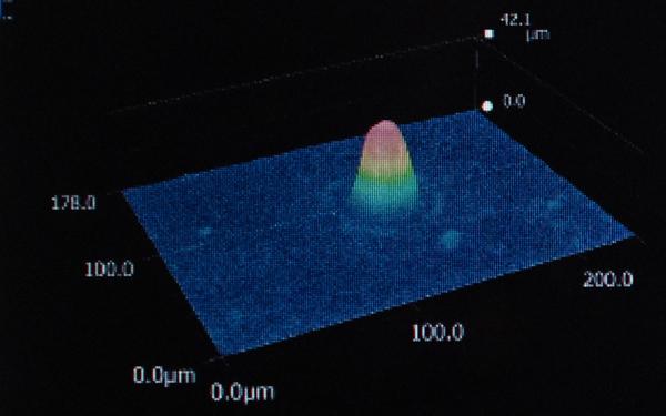 2.5μm吸収波長で加工したホローマイクロニードル