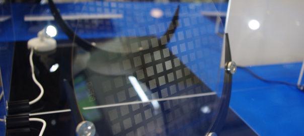 日板の貫通穴加工,専用ガラス基板を使用